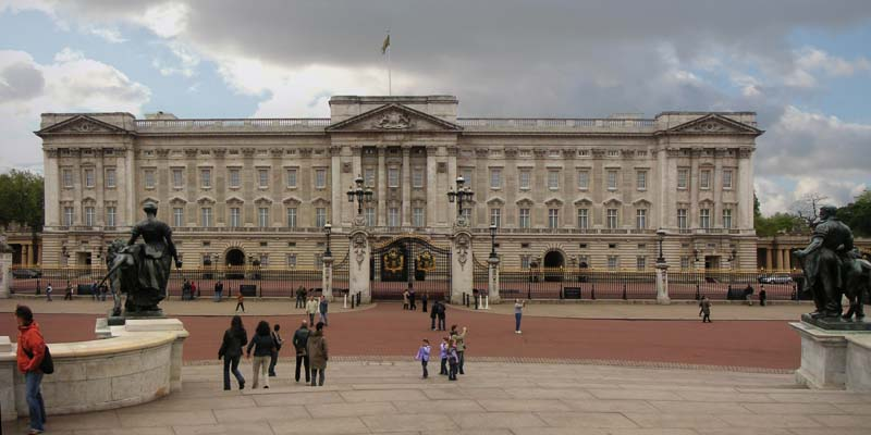 Buckingham Palace. Image available from Simon Westwood of Fly-by-Light Photography.